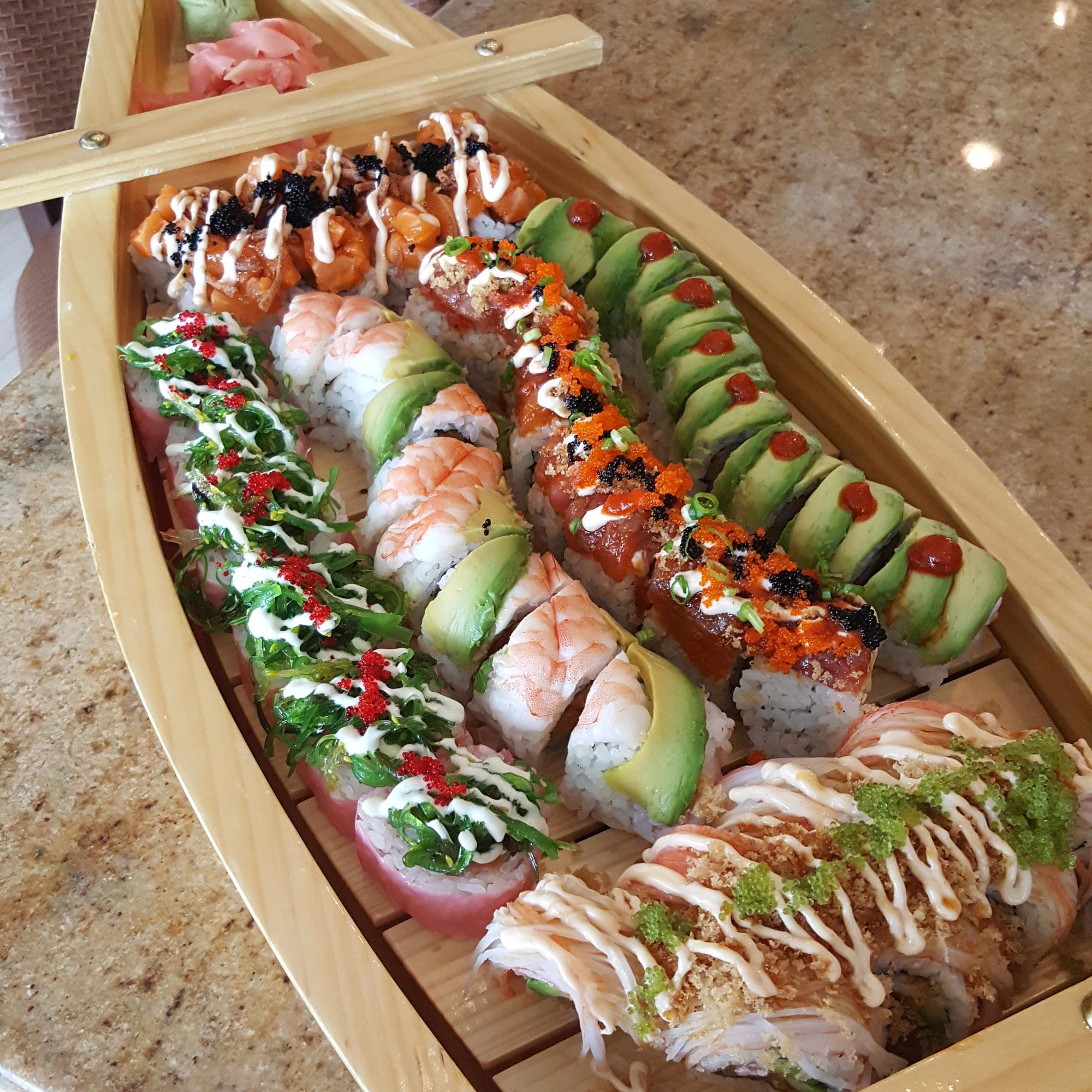 custom-roll-sushi-boat